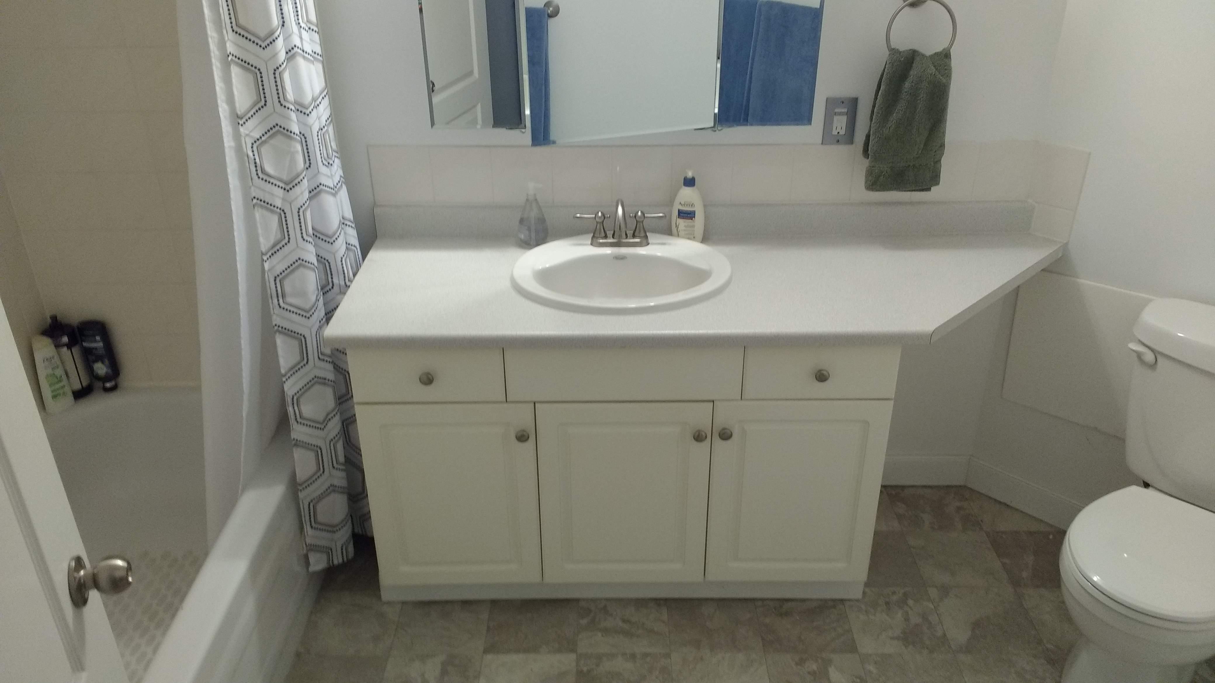image 2 unfurnished 1 bedroom Apartment for rent in Oliver, Edmonton Central