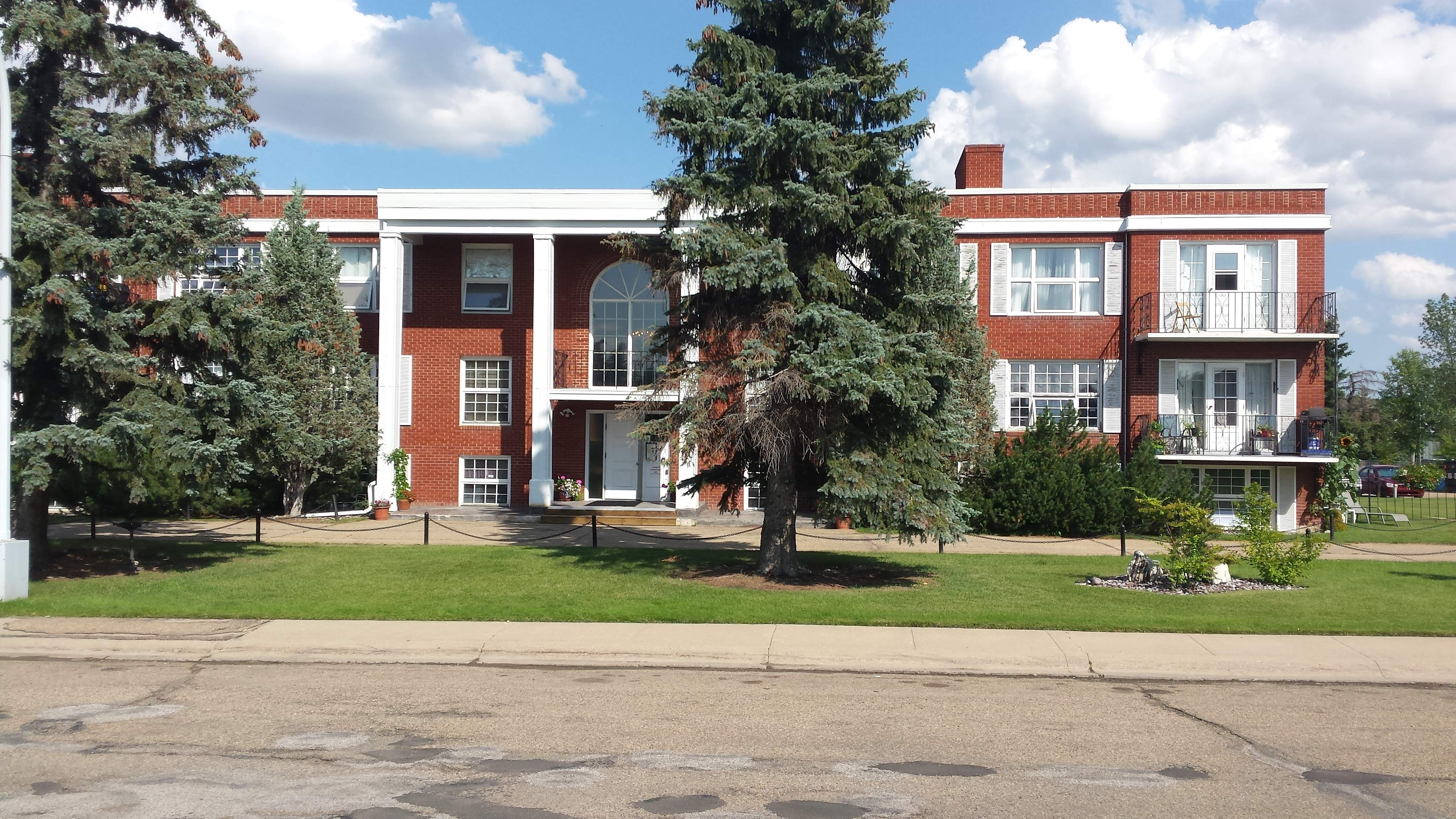 image 1 unfurnished 3 bedroom Apartment for rent in Grandview Heights, Edmonton South Central