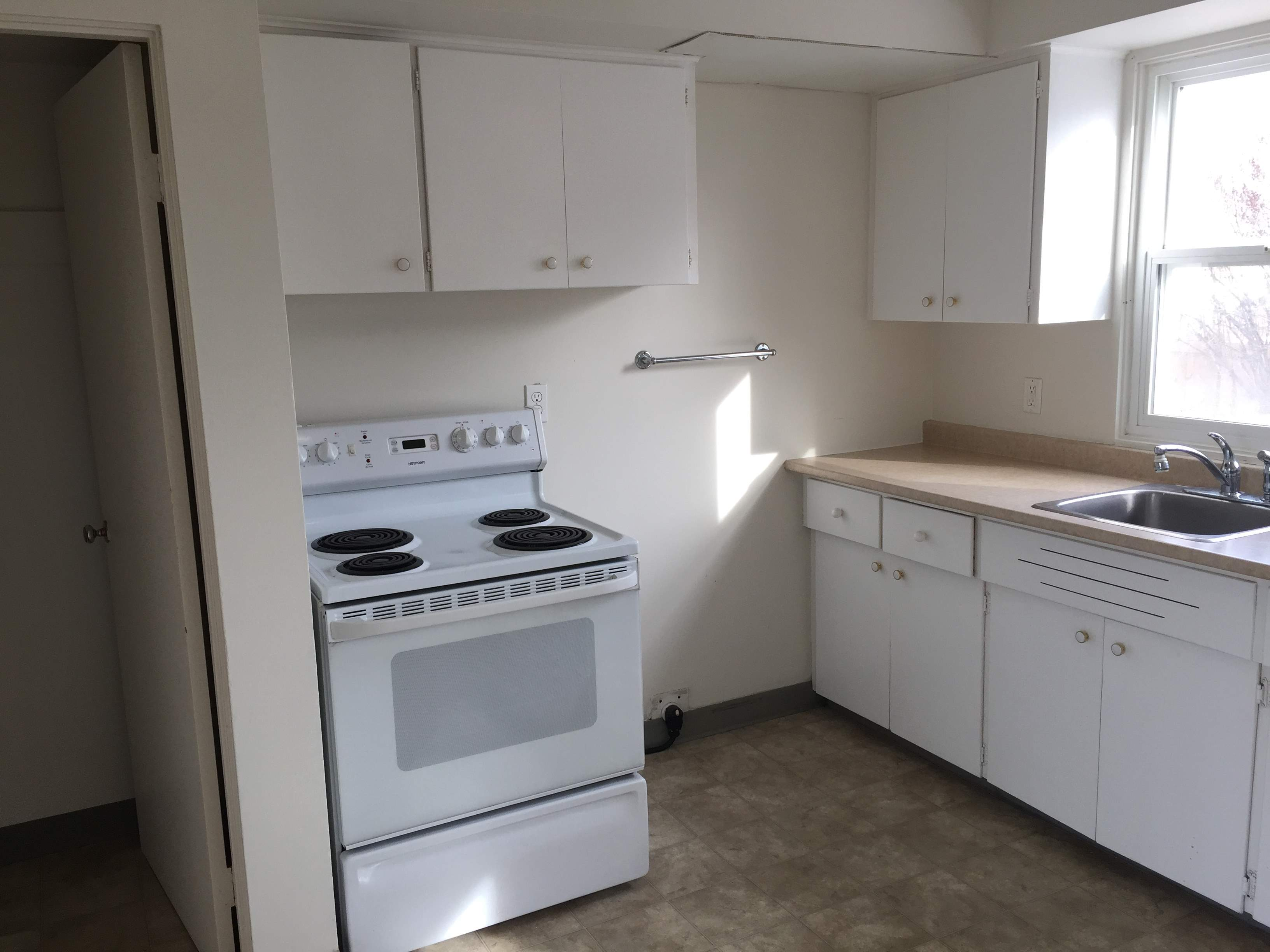 image 3 unfurnished 2 bedroom Apartment for rent in Dovercourt, Edmonton Central