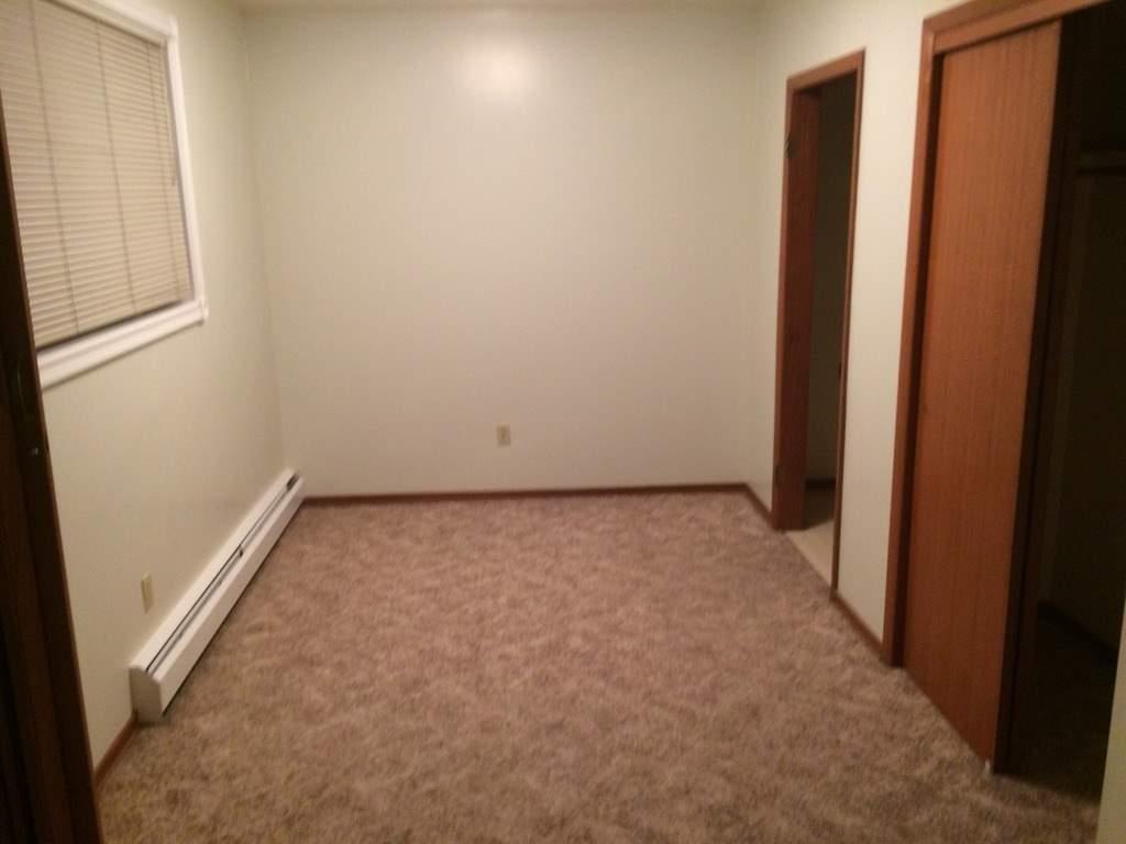 image 3 unfurnished 1 bedroom Apartment for rent in Garneau, Edmonton South Central