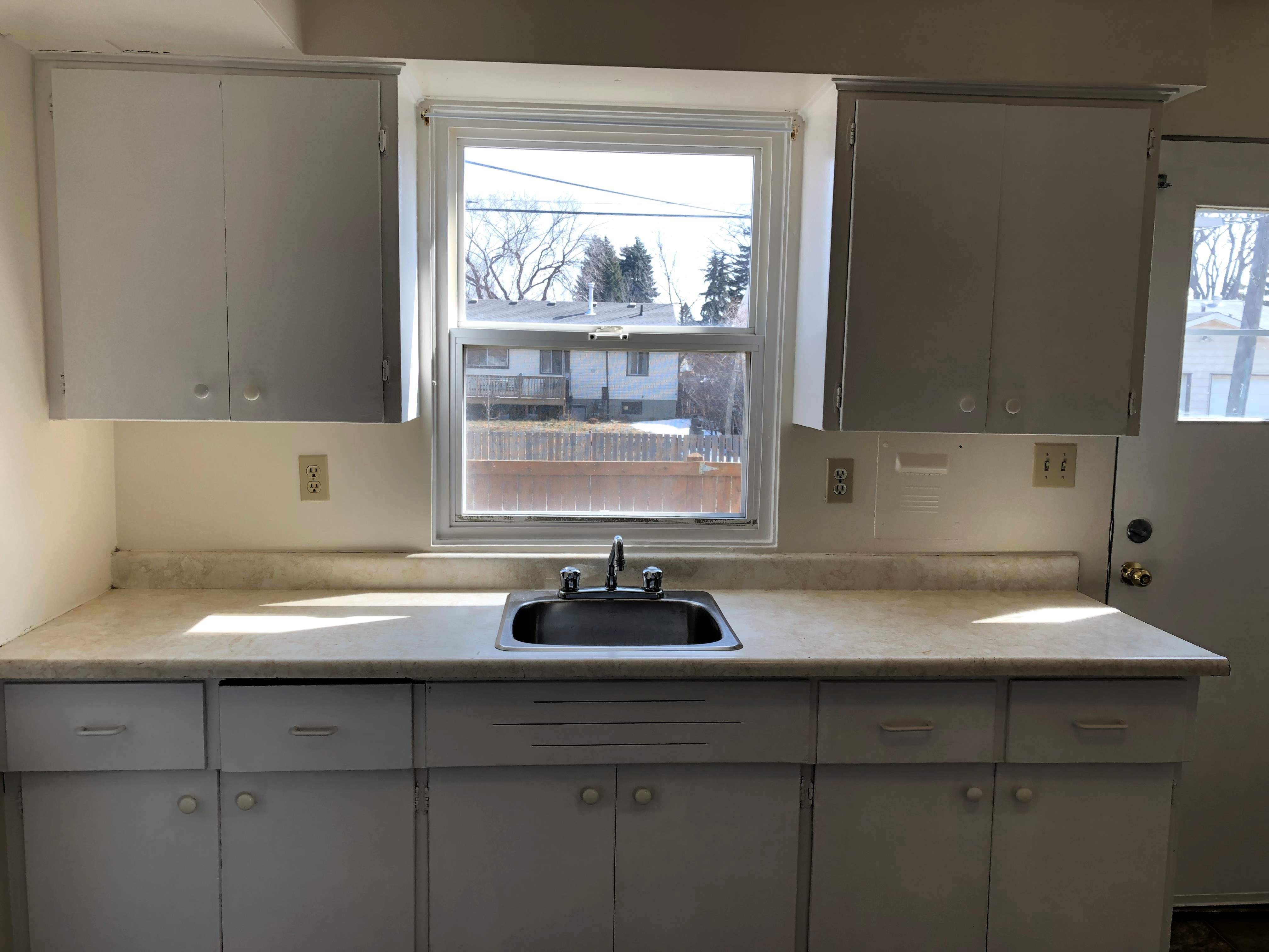 image 8 unfurnished 2 bedroom Apartment for rent in Dovercourt, Edmonton Central